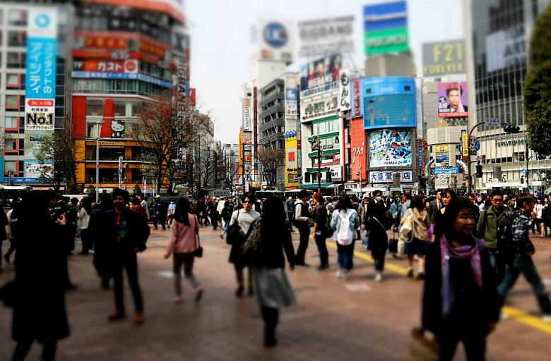 Photo of busy Tokyo intersection.